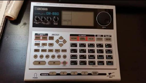 CAJA RITMOS BOSS DR880