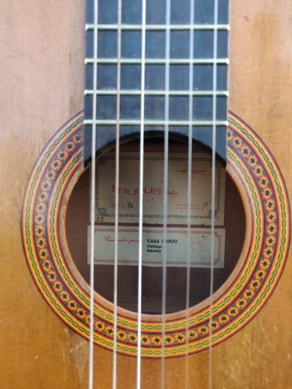 Guitarra casa Taurus